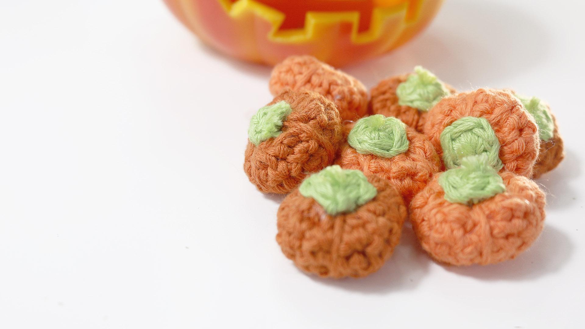 tiny mini pumkin halloween crochet free pattern
