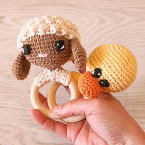 round rattle crochet amigurumi baby free pattern